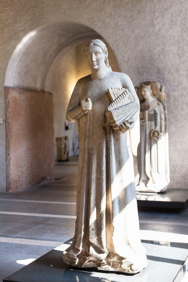 Binnen van het museum van het castelvecchiokasteel in Verona stock afbeeldingen