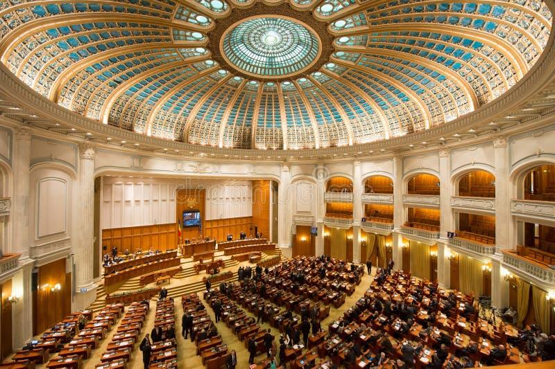 Binnen van het Roemeense Parlement stock afbeeldingen