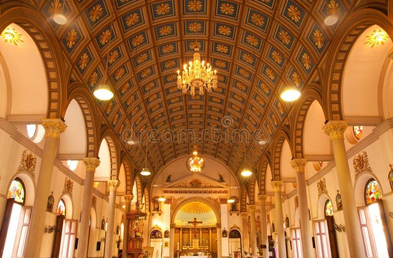 Binnen van Katholieke kerk royalty-vrije stock foto