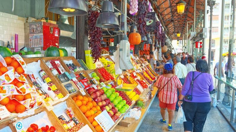 Binnen van Markt van San Miguel Spanish: Mercado DE San Miguel stock foto's