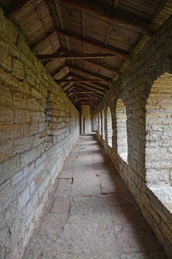 Binnen van passages in de muren van Vesting Oreshek dichtbij Shlisselburg, Rusland stock afbeelding
