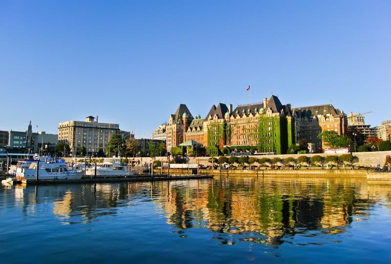 Binnenhaven van Victoria, het Eiland van Vancouver, B C Draden van het nota de luchtkarretje van elektrisch bussysteem stock fotografie