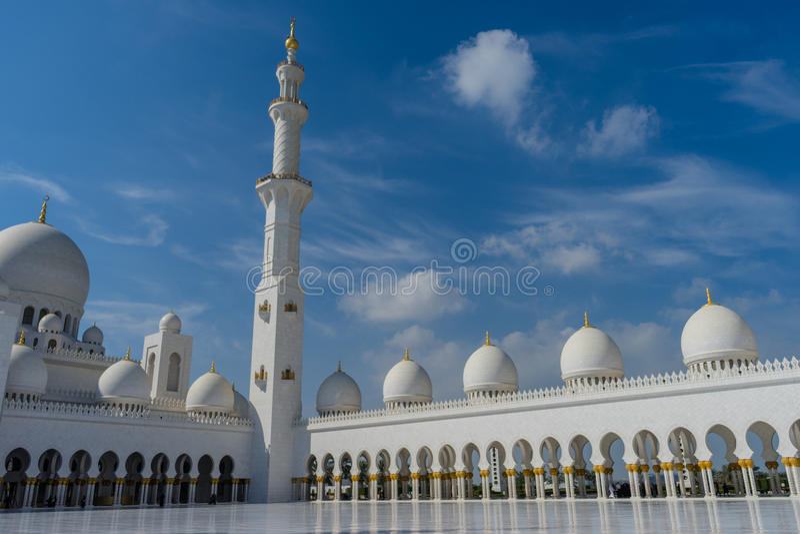 Binnenhof in Grote Moskee Sheikh Al Zayed in Abu Dhabi royalty-vrije stock foto