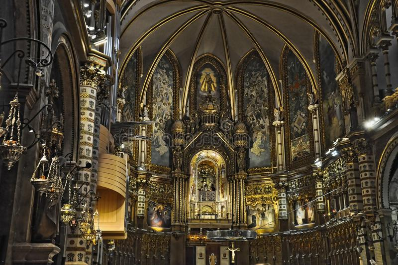 Binnenhuisarchitectuur van de Basiliek DE Mare de Montserrat, Barcelona, Catalonië, Spanje stock foto