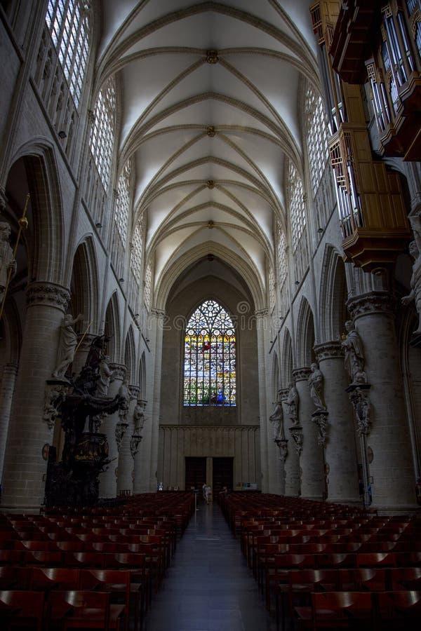 Binnenhuisarchitectuur van de Kathedraal van St John Baptist Michael en St Gudula stock foto's