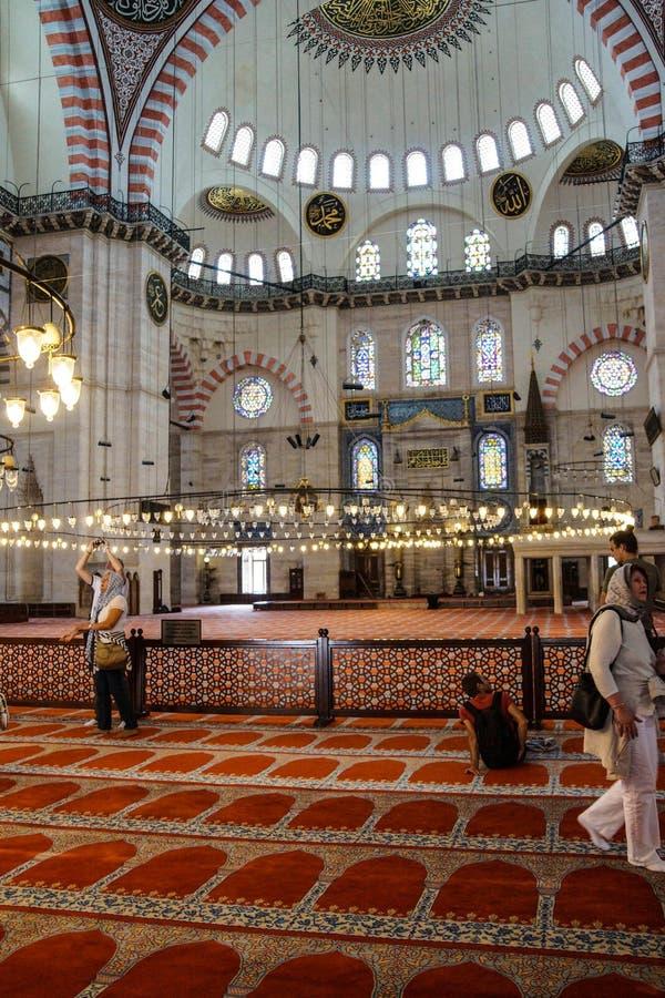 Binnenhuisarchitectuur van de Suleymanie-Moskee stock foto's
