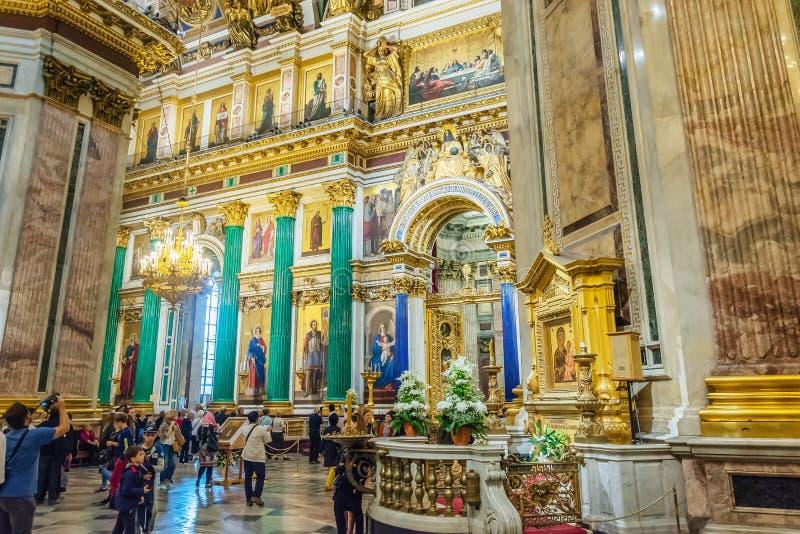 Binnenhuisarchitectuur van St Isaac Kathedraal, heilige-Petersburg, Rusland royalty-vrije stock foto's