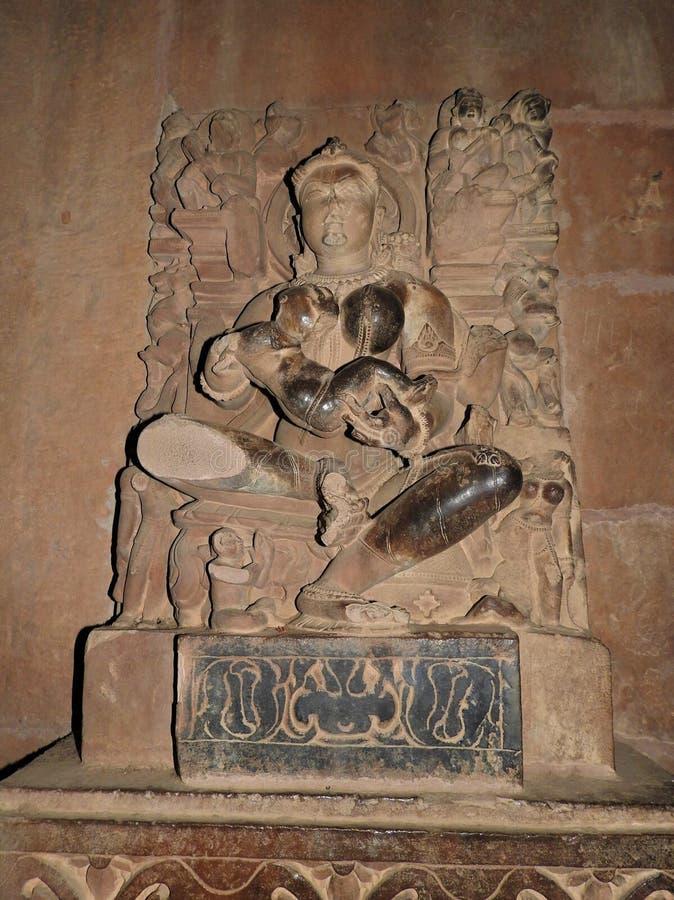 Binnenkant, op de muren van de oude Kama Sutra-tempels in India kajuraho UNESCO werelderfgoed India's meest beroemde mijlpaal stock fotografie