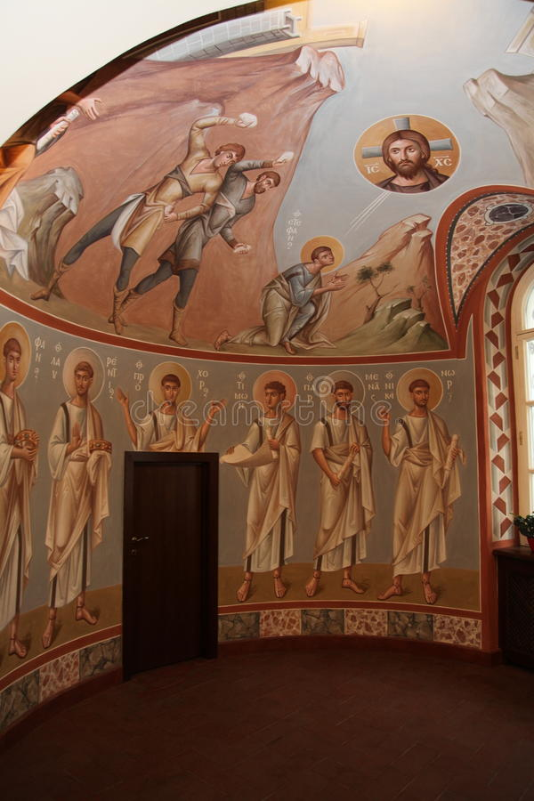 Binnenland, altaar, pictogrammen, fresko's, doopdoopvont, in de oude Russische traditionele orthodoxe kerk vector illustratie