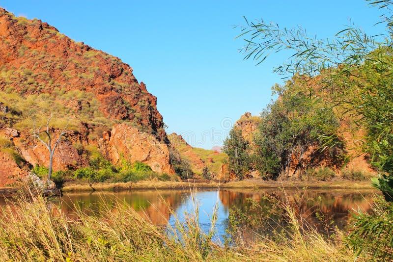 Binnenland Australië - bevochtigingsvlek dichtbij Meer Argyle stock foto