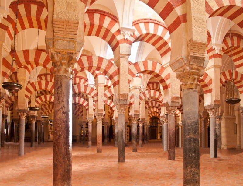 Binnenland de kathedraal van van de Moskee (Mezquita) van Cordoba stock afbeelding