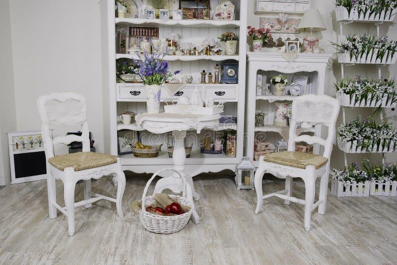 Binnenland in de stijl van de Provence stock afbeeldingen