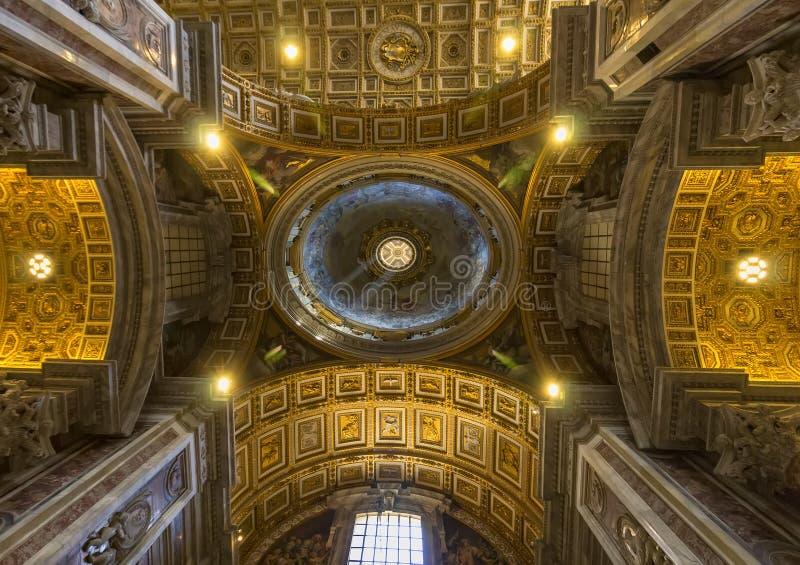 binnenland en architecturale details van Basiliek van heilige Peter royalty-vrije stock foto's