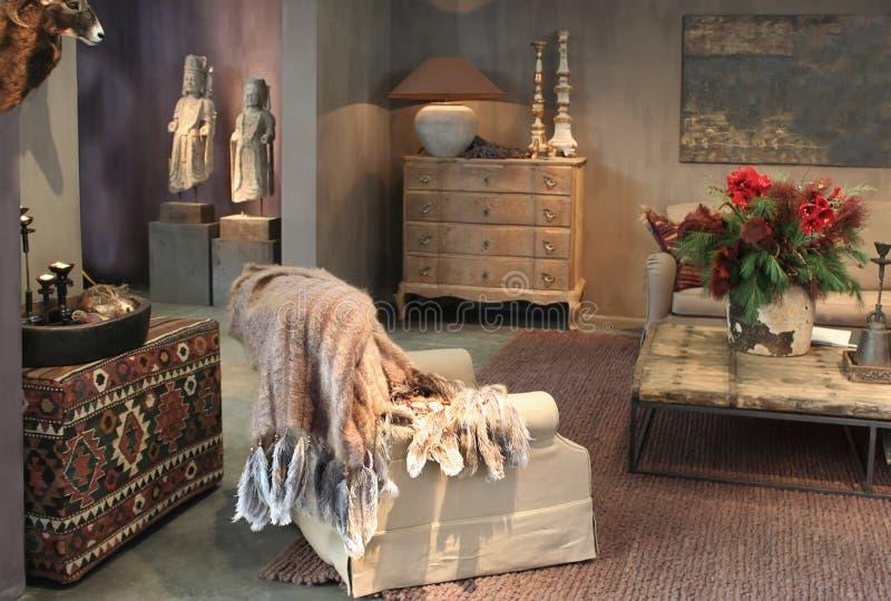 Binnenland in houten oostelijke stijl stock foto