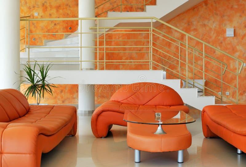 Binnenland met meubilair en treden royalty-vrije stock afbeeldingen