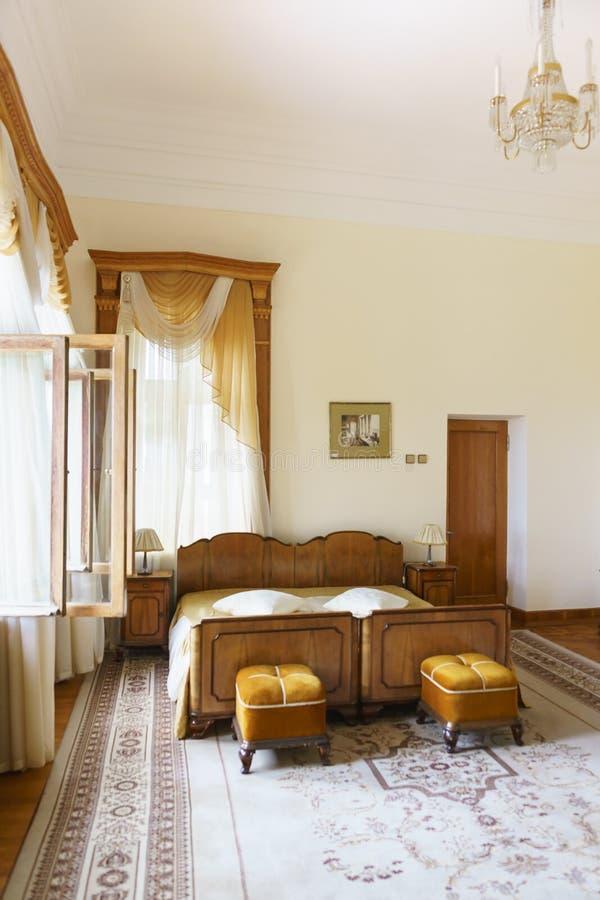 Binnenland van één van de slaapkamers van de flat van Stalin in het Yusupov-Paleis, waar hij tijdens de Yalta-conferentie leefde royalty-vrije stock afbeelding