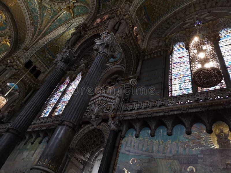 Binnenland van basilic Notre-Dame DE Fourvière, Lyon, Frankrijk royalty-vrije stock foto
