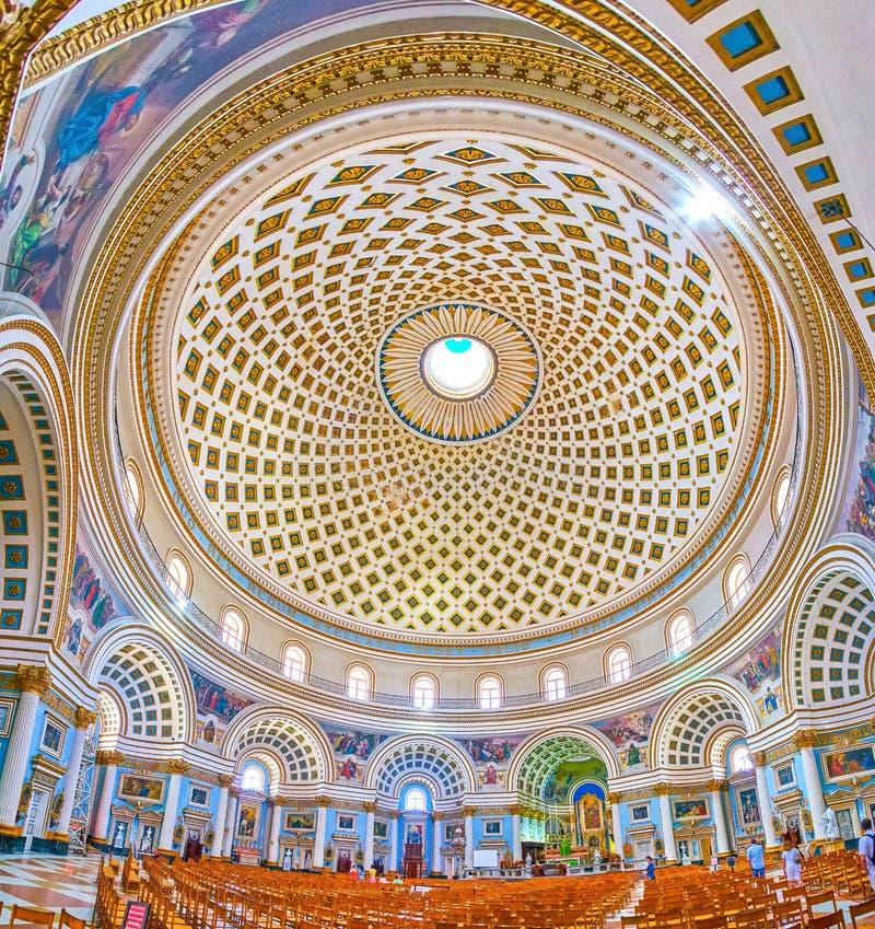 Binnenland van Basiliek van de Veronderstelling van Onze Dame Rotunda stock fotografie