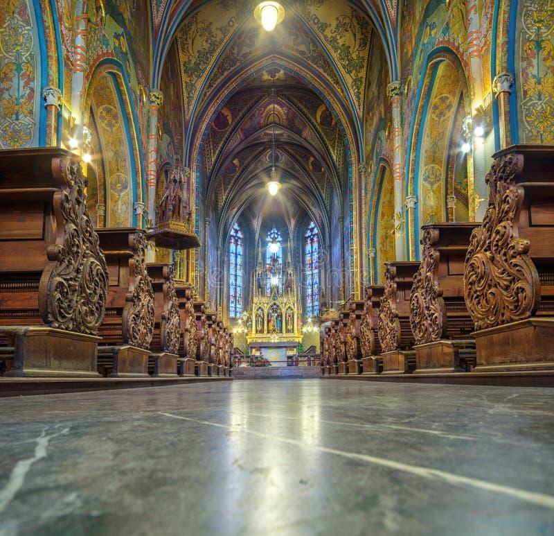 Binnenland van Basiliek van st Peter en Paul in Vysehrad, Praag royalty-vrije stock afbeeldingen