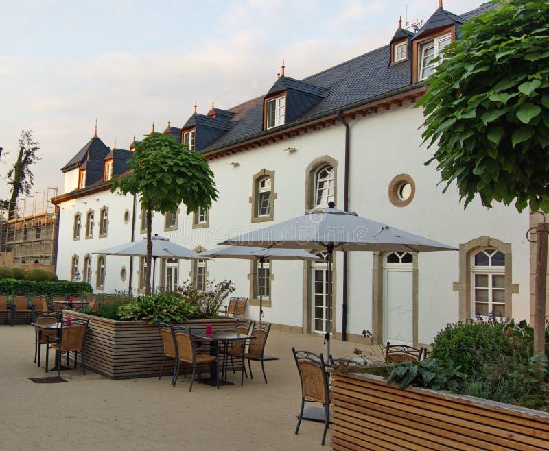 Binnenland van binnenplaats van een comfortabel hotel royalty-vrije stock fotografie