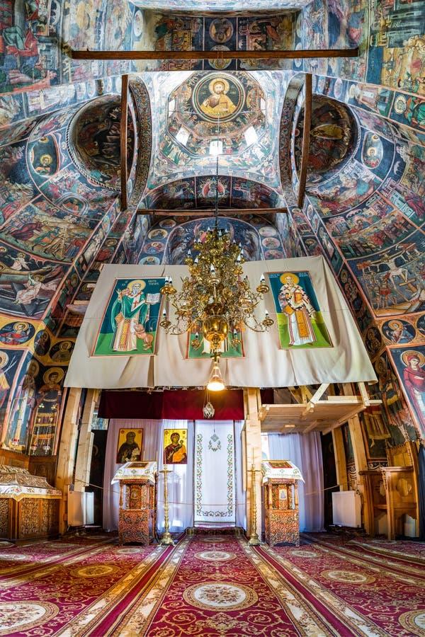 Binnenland van chrurch binnen Tismana-nonklooster royalty-vrije stock afbeelding