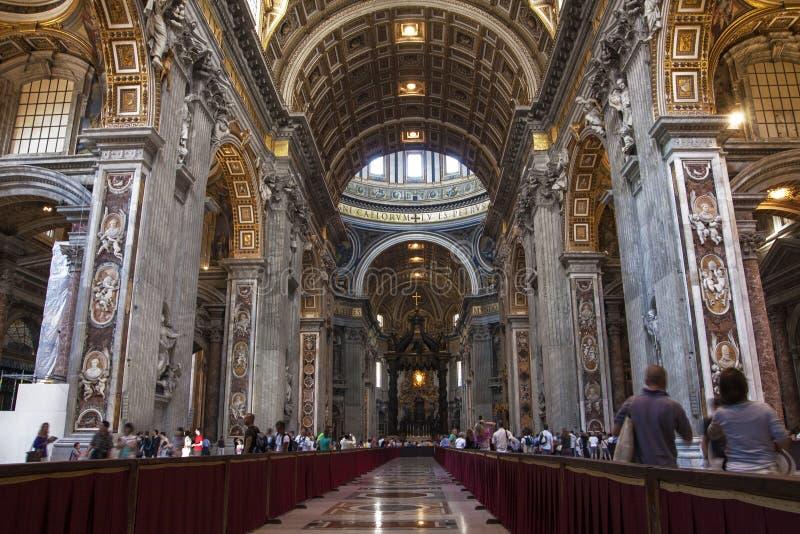 Binnenland van de Basiliek San Pietro van Heilige Peter ` s in Rome, Italië stock afbeelding