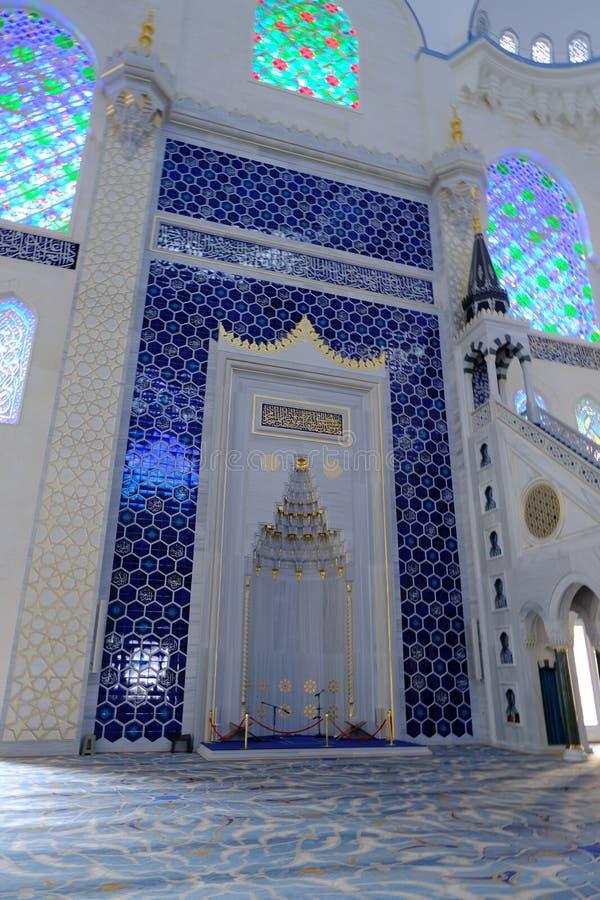 Binnenland van de Camlica-Moskee van Moskeecamlica stock afbeelding