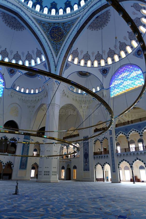 Binnenland van de Camlica-Moskee van Moskeecamlica royalty-vrije stock afbeelding