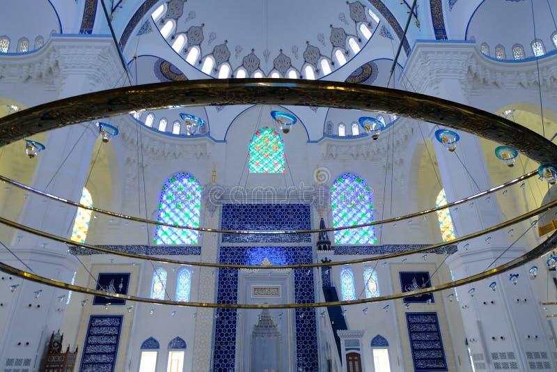 Binnenland van de Camlica-Moskee van Moskeecamlica stock fotografie