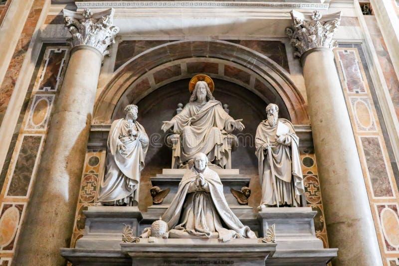 Binnenland van de Heilige Peter Cathedral in Vatikaan, Italië royalty-vrije stock afbeeldingen