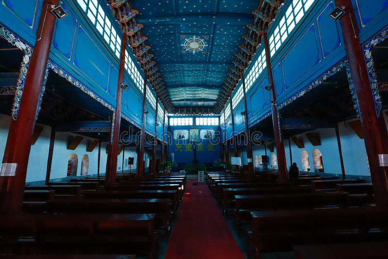 Binnenland van de Kathedraal van het Heilige Hart de belangrijkste Katholieke kerk van Dali, Yunnan, China stock afbeelding