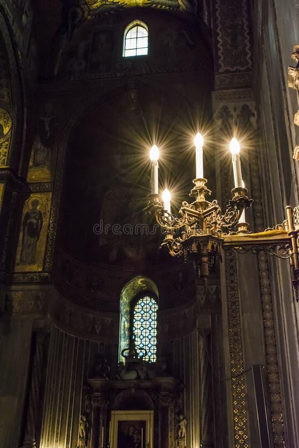 Binnenland van de kathedraal Santa Maria Nuova van Monreale in Sicilië, Italië stock afbeeldingen