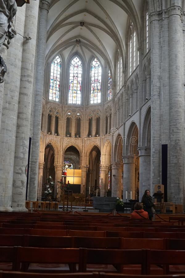 Binnenland van de Kathedraal van St Michael en St Gudula in Brussel, België stock foto