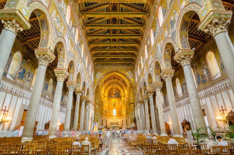 Binnenland van de Kathedraal van Montreale of Duomo Di Monreale dichtbij Palermo, Sicilië, Italië stock afbeeldingen