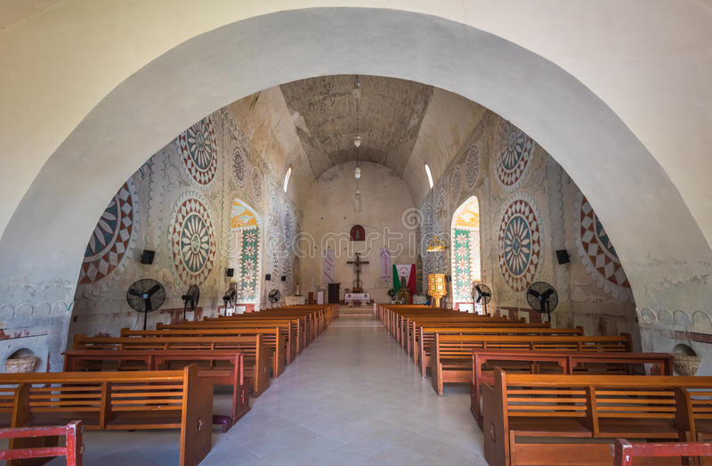 Binnenland van de Kerk in mayan stad van Uayma, Yucatan, Mexico stock foto's