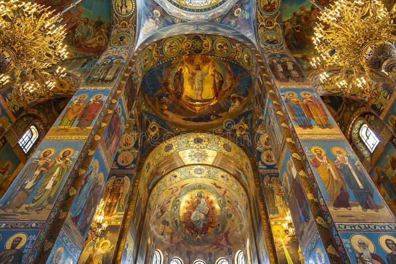Binnenland van de Kerk van de Verlosser op Gemorst Bloed in St. Petersburg royalty-vrije stock foto