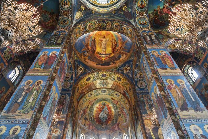 Binnenland van de Kerk van de Verlosser op Gemorst Bloed in St. Petersburg, stock afbeelding