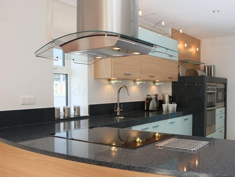 Binnenland van de Keuken van de luxe het Moderne stock afbeelding