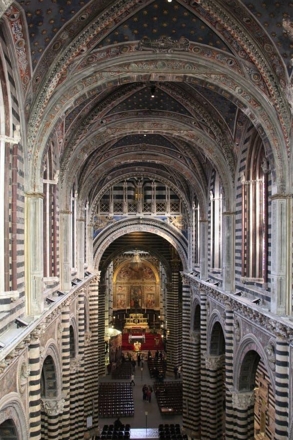 Binnenland van de Metropolitaanse Kathedraal van Santa Maria Assunta en de Poort van Hemel, Siena, Toscanië Italië royalty-vrije stock afbeelding
