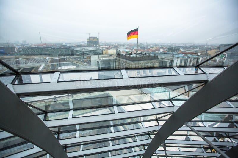 Binnenland van de moderne koepel op het dak van Reichstag stock afbeelding