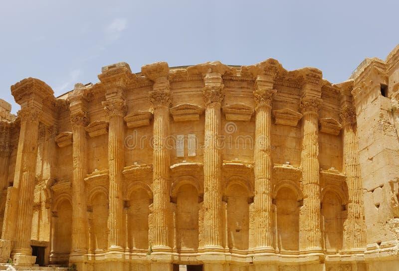 Binnenland van de Tempel van Bacchus De ruïnes van de Roman stad van Heliopolis of Baalbek in de Beqaa-Vallei Baalbek, Libanon - royalty-vrije stock foto's