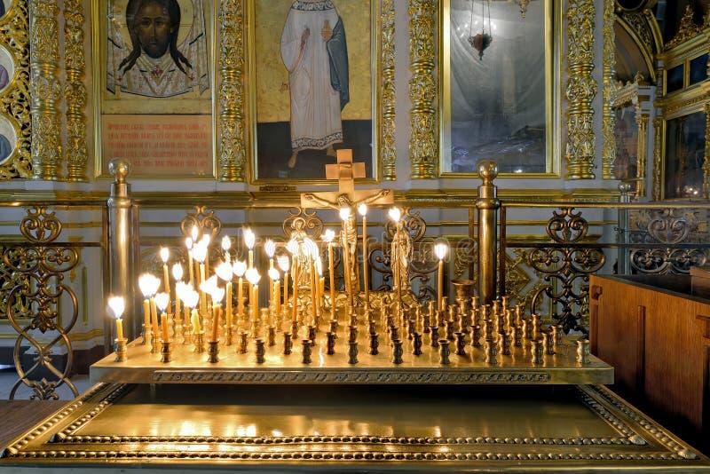 Binnenland van de traditionele Russische Orthodoxe kerk stock fotografie