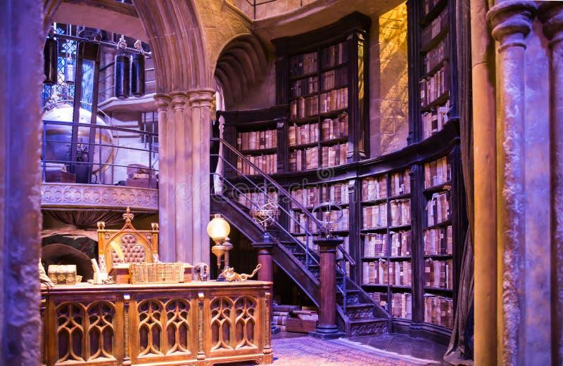Binnenland van Dumbledore-bureau en Professors` s kostuum Decoratie Warner Brothers Studio voor Harry Potter-film het UK royalty-vrije stock foto