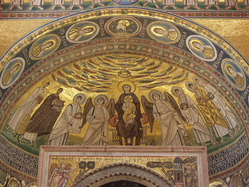 Binnenland van een beroemde basiliek stock afbeelding