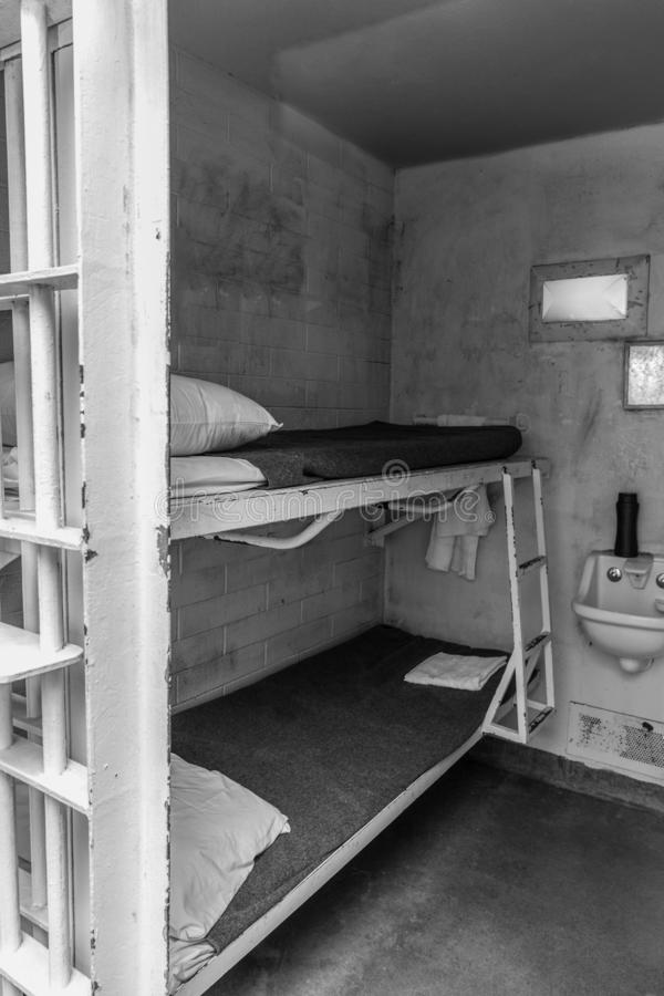 Binnenland van een gevangenis of gevangeniscel stock foto's