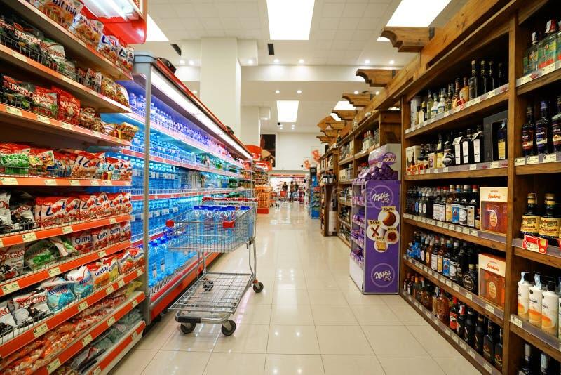 Binnenland van een goedkope hyperpermarket Voli royalty-vrije stock afbeelding