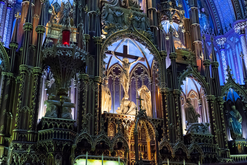 Binnenland van een Gotische kerk royalty-vrije stock foto's