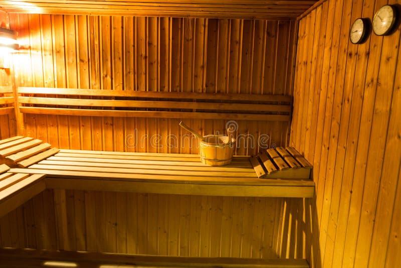 Binnenland van een houten bed in een huissauna royalty-vrije stock fotografie