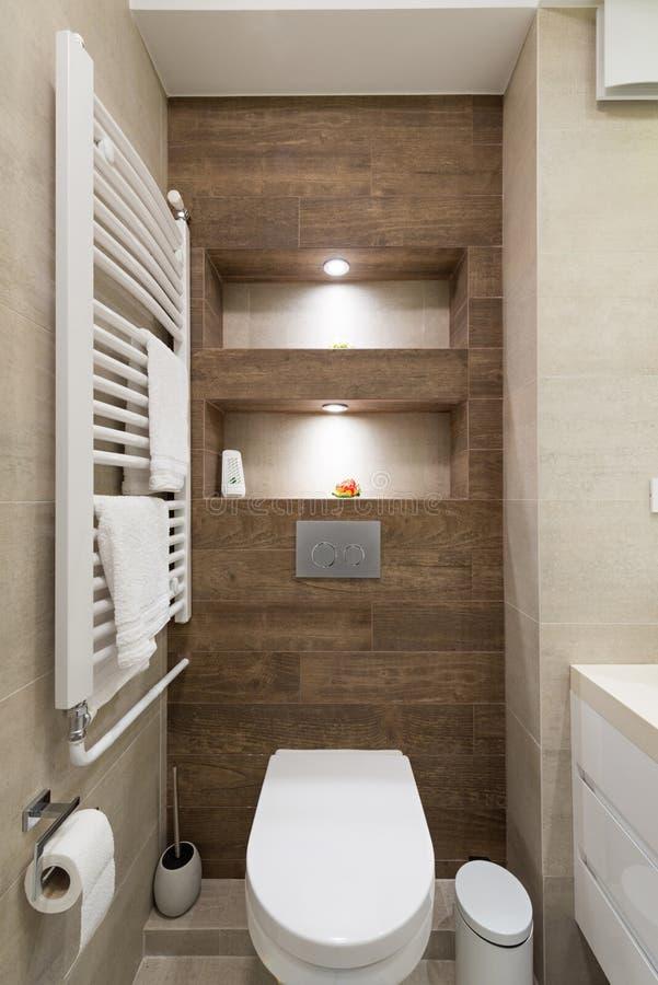 Binnenland Van Een Kleine Badkamers Stock Afbeelding - Afbeelding ...