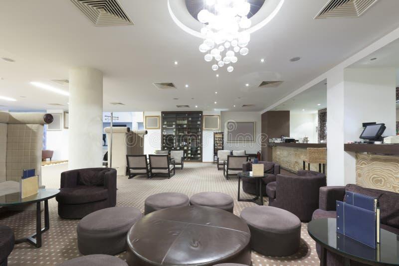 Binnenland van een koffie van het luxehotel stock afbeelding
